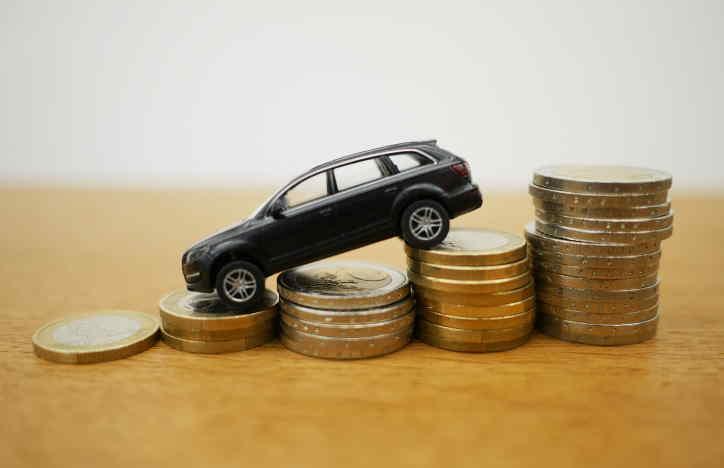 Hledám půjčku do 70 tisíc korun na auto. Potřebuji půjčit peníze bez doložení příjmu, kde by nevadilo, že mám záznam v registrech. Jsem momentálně bez práce, ale budu nastupovat do zaměstnání s čistou mzdou 30 tisíc korun. Peníze bych vrátil do 6 až 12 měsíců.