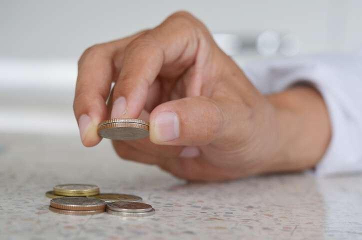Potřebovala bych půjčit 20 000 Kč na kratší dobu, stačilo by mi to na 6 měsíců. Mohu splácet pravidelně každý měsíc do 5000 Kč.