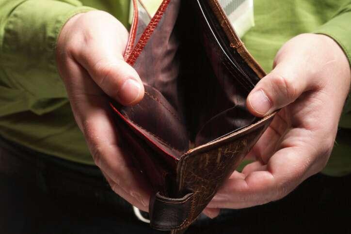 Hledám půjčku na směnku ve výši 30 000 Kč. Peníze bych mohla splácet měsíčními splátkami ve výši 4000 Kč, nebo uhradit i s navýšením jednorázově za 12 měsíců. Jsem na mateřské dovolené a mám další příjem z brigády.