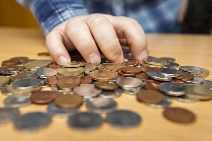 Hledám krátkodobou půjčku do 15 000 Kč na 4 měsíce, která je dostupná i pro cizince (pro Slováka). Peníze potřebuji na nutné osobní výdaje. Mohu každý měsíc splácet 5000 Kč.