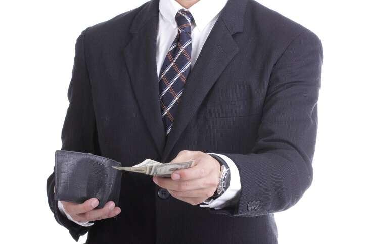 Hledám člověka, co nabízí skutečnou půjčku na směnku do 100 000 Kč na zaplacení pohledávek. Mám několik nevýhodných nebankovních půjček, které bych chtěl zaplatit. Nabízím, že do půl roku splatím částku 140 000 Kč. Bohužel mám záznam v registru a tak mi banka peníze nepůjčí.
