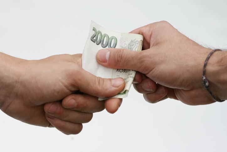 Nabízíme půjčky na směnku od lichváře. Peníze i pro nezaměstnané. Pro lidi bez příjmů, osoby v exekuci či insolvenci. Jasné podmínky – peníze dostanete ihned na ruku a vracíte dvojnásobek. Úrok je 100%. Žádné poplatky předem.