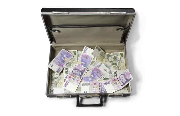 Potřebuji půjčit 160 000 Kč na konsolidaci (sloučení) několika menších nebankovních půjček. Peníze bych chtěl splácet měsíčními splátkami do 8000 Kč měsíčně. Jsem zaměstnaný s čistou výplatou cca 30 tisíc korun. Příjem mohu doložit. Prosím jen půjčky bez poplatků předem.