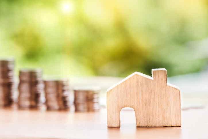 Hledám půjčku do 100 tisíc korun, na zaplacení nového bydlení. Musím se během pár týdnů přestěhovat do nového bytu, a na zaplacení kauce, provize RK a dalších poplatků, potřebuji řádově 100 000 Kč. Jsem ale v insolvenci, která mi končí až v roce 2022.